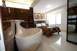 Studio with Spa Bath