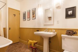 Two-Bedroom Apartment - 11th Street Townhouse II