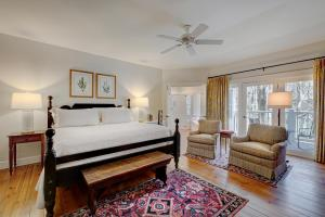 Luxury King Room with Balcony and Firplace