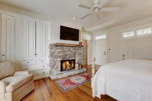 King Room with Balcony and Fireplace