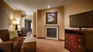 Suite with Fireplace and Sofa Bed - Non-Smoking