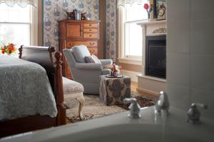 King Room with Spa Bath (Salyards)