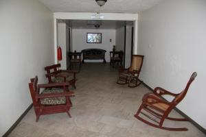 Family Room (8 Adults)