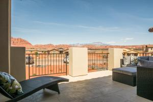Four-Bedroom Bartlett Place with Ping Pong and Balcony View