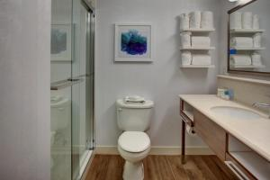 King Room with Tub - Disability Access