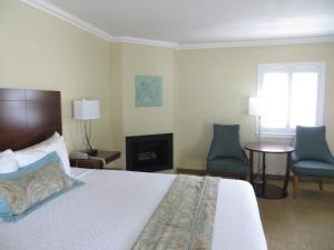 Two-Room Family Suite with King Bed and Two Queen Beds