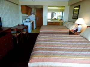 Standard Room with Two Double Beds with South Partial Ocean View