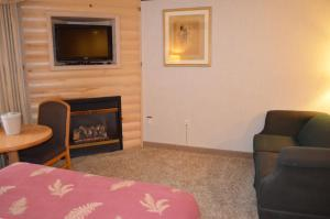 Two Double Bed Suite with Fireplace