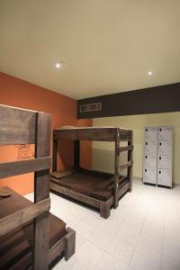 Bunk Bed in Mixed Dormitory Room 8 persons Orange