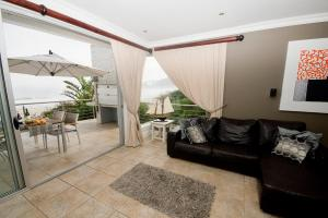 Two-Bedroom Apartment with Sea View (Upstairs)