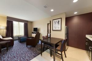 One-Bedroom King Suite - Allergy-Free - Non-Smoking