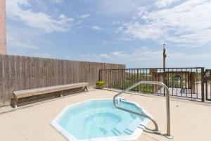 FL1-Two-Bedroom Beachfront Apartment (6 Adults)