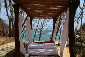 One-Bedroom Bungalow with Sea View