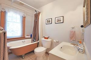 Suite with External Private Bathroom