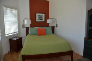 Two-Bedroom Apartment (InnTowne House)