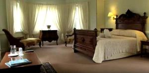 Double Suite with Bath & Verandah - Main House (1)