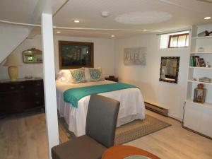 One-Bedroom Suite with Sea View