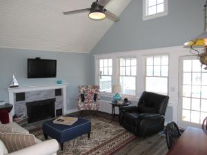 Deluxe Two-Bedroom Cottage with Sea View