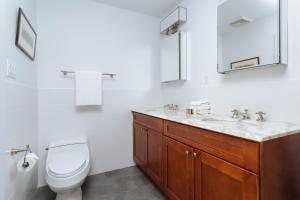Three-Bedroom Apartment - 10th Street Townhouse