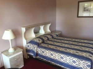 Classic Room with One Queen Bed - Smoking