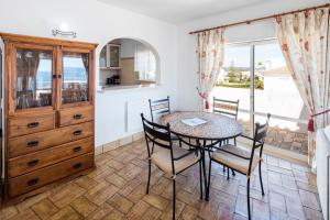 2 Bedroom Apartment With Ocean Views, Apartments  Luz - big - 11