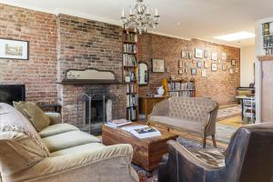 Three-Bedroom Apartment - Library Place