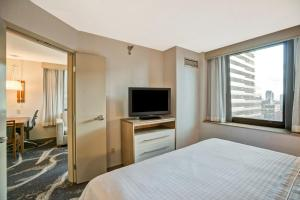 One Room with King Bed and City View - Non Smoking