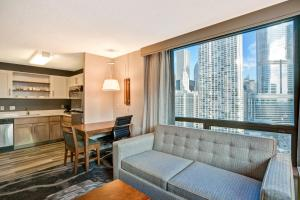 Deluxe King Studio Suite with City View - Non-Smoking