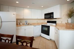 2 Bedroom 2 Bath Side-view Double Balcony Condo with 1 King, 2 Queens and 1 Sleeper Sofa - T25