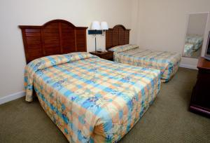 1 Bedroom 1 Bath Oceanfront Condo with 2 Queens, Sleeper Sofa and Wall Bed - T22