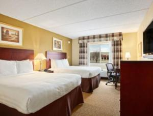 Deluxe Queen Room with Two Queen Beds -Disability Access - Non-Smoking