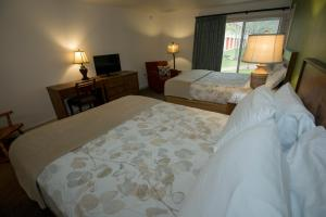 Deluxe Queen Room with Two Queen Beds and Courtyard View