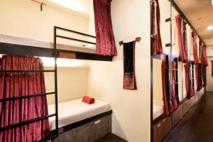 Single Pod in 18-Bed Mixed Dormitory Room