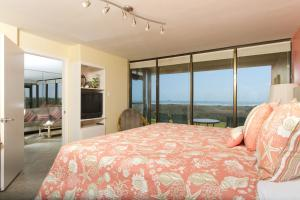 Apartment with Sea View #5