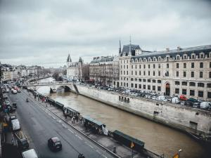 Double Room with view of the Seine River or Notre Dame