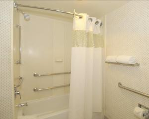 King Room with Bath - Mobility Access