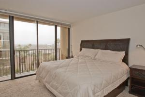 Apartment with Sea View #7