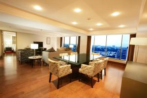 Executive Suite with Conference Room