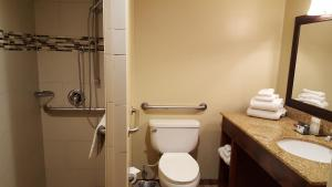 Queen Room with Two Queen Beds - Disability Access Roll in Shower/Non-Smoking