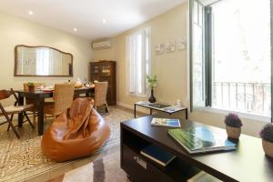 Sagrada Familia Apartment for 6-9 people