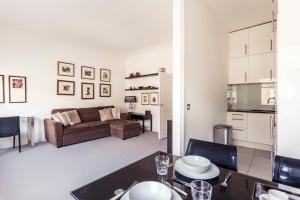 Rosary Garden Two-Bedroom Apartment in London, Greater London, England