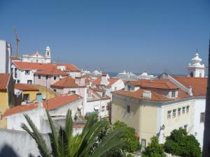 Courtyard House in Alfama, Apartments  Lisbon - big - 33