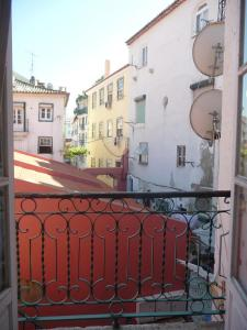 Courtyard House in Alfama, Apartments  Lisbon - big - 34