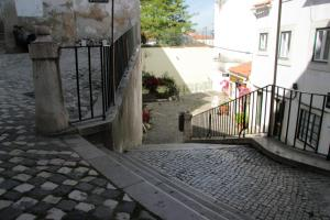 Courtyard House in Alfama, Apartments  Lisbon - big - 41