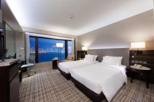 Special Offer - Deluxe Floor Deluxe Harbour View King or Twin Room