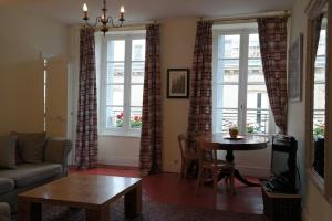 Penthouse Apartment overlooking Place Carnot, Apartmány  Carcassonne - big - 3