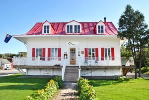 Photo of Auberge De Saguenay  La Maison Price