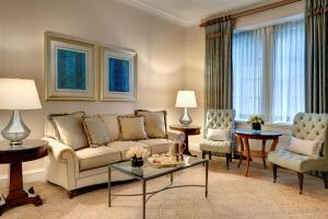 Executive King One Bedroom Suite Interior View