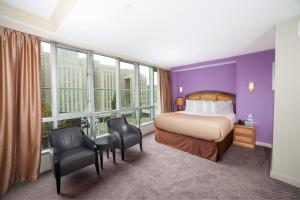 Deluxe City View King Suite with Balcony