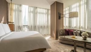 Deluxe Four Seasons Executive Suite with Burj Khalifa View